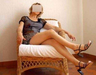 Belle blonde cougar pour hommes chauds