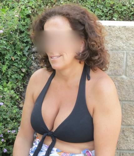 Cette mère au foyer voulait s'envoyer une grosse queue de black