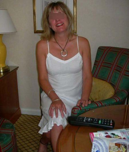 Géraldine, 40 ans, cherche une aventure avec h de moins de 28 ans