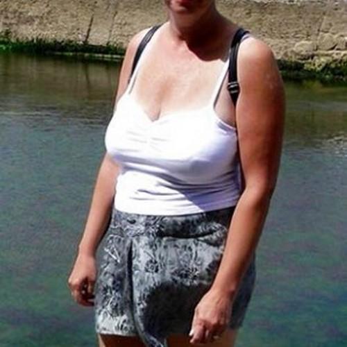 Brunette de 42 ans aux énormes nichons