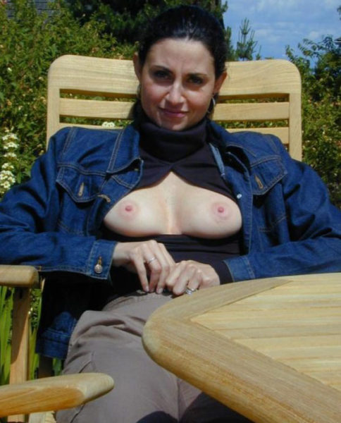 Delphine, 40 ans, tentée par une sodomie