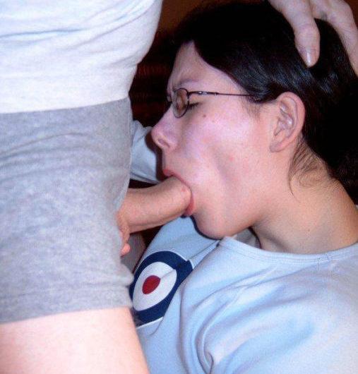 Véro, 44 ans, célibataire, disponible pour un jh