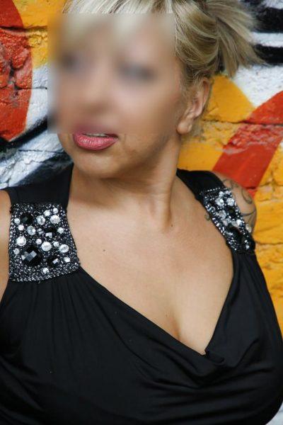 Jolie bretonne de 37 ans voudrait une rencontre avec un jh ou couple