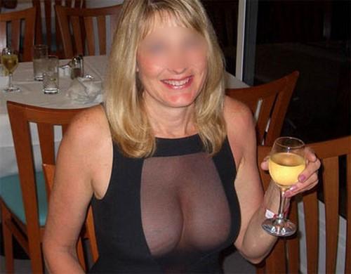 Chienne mure blonde bouffe les culs et accepte l'ejac buccale