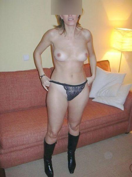 Ta princesse blonde BCBG pour étreinte sensuelle dans le 04 avec jeunot…