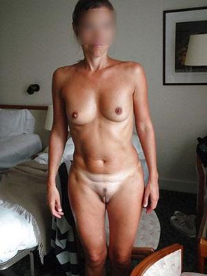 Brune cougar ch plan sexe avec homme plus jeune
