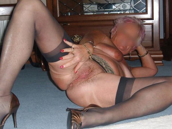 Bourgeoise coquine (et âgée) pour jeune sexfriend vigoureux