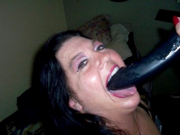 Cougar vicieuse en quête sexfriend