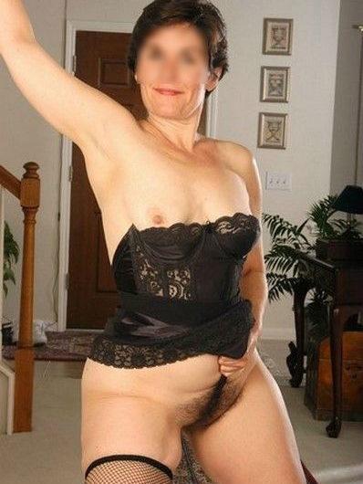 Cougar veut apprendre le sexe à un jeune