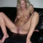 Femme au foyer s'ennuie et veut du sexe