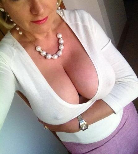 Milf blonde cherche h – relation basée sur le sexe