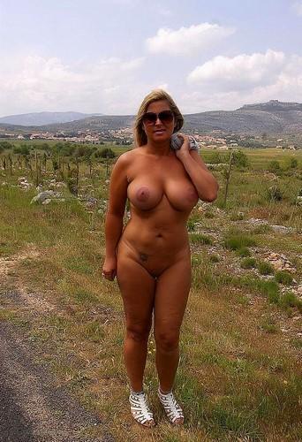 Cougar veut se taper un jeune en plein air