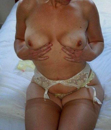 Femme mure sublime et très sensuelle pour rencontre X de qualité