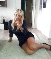 Femme expérimentée de 50 ans, souhaite rencontres avec h jeunes pour soirées sexe