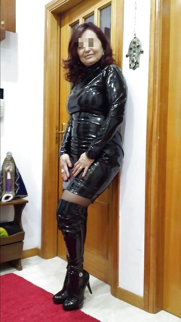 Femme mûre dominante du 92, punit les bourgeois qui méritent une fessée