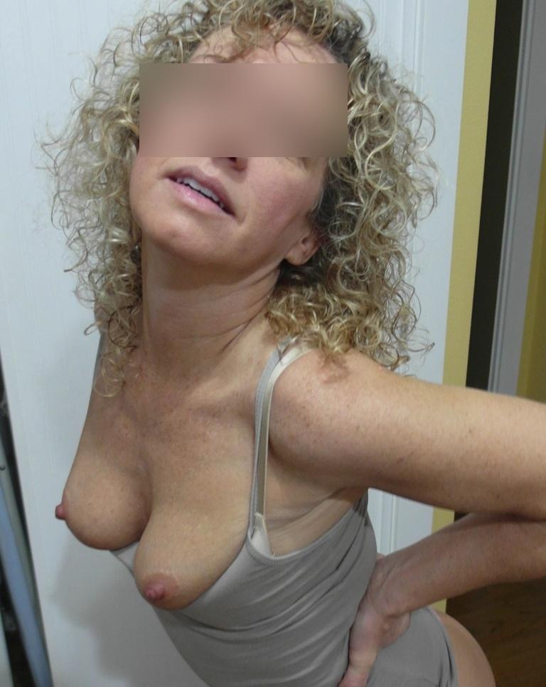 Sexy femme mature pour échanges de partenaires, nous habitons le 92